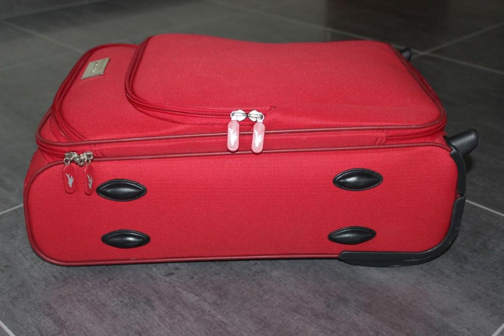 c43b9b437f33c Jest to najbardziej zbliżona do wymiarów maksymalnych (Ryanair) walizka  jaką znalazłam. Walizka jest leciutka- waży jedynie ...