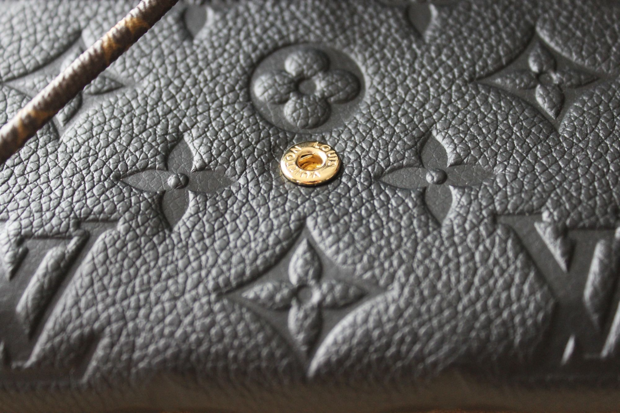 LV Compact Curieuse Wallet in Monogram Empreinte Leather 7